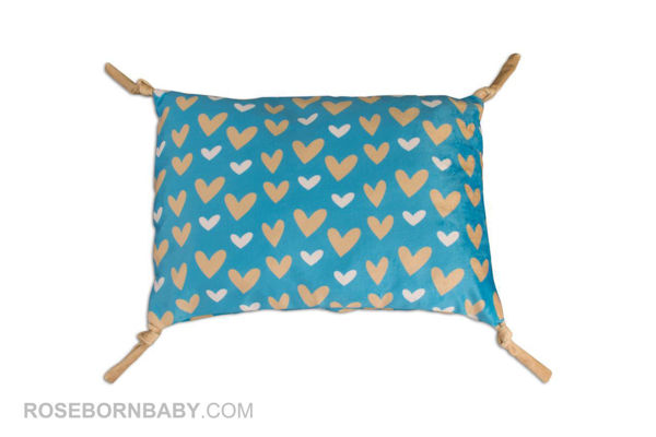 Picture of knot shape pillow heart