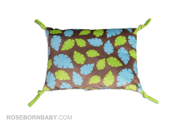 Picture of knot shape pillow leaves